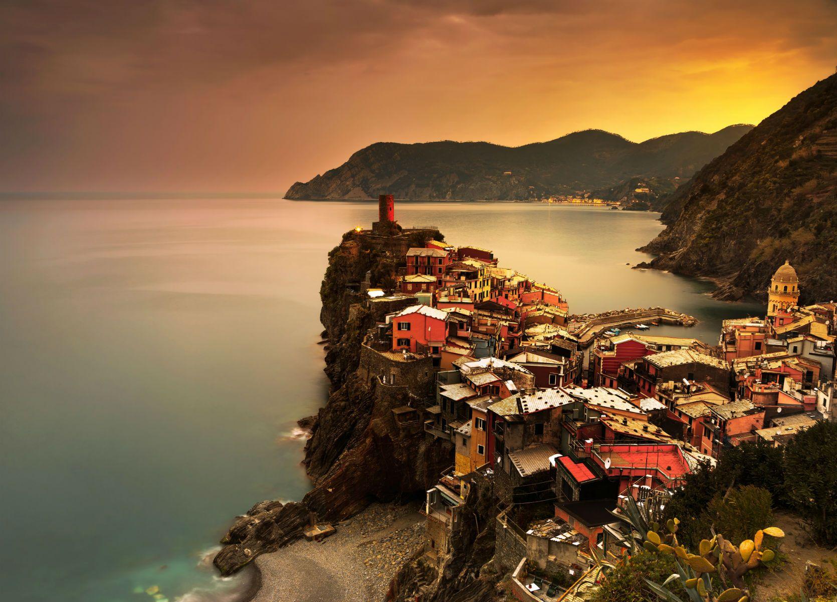 Con il suo paesaggio spettacolare, l'ottimo vino, il buon cibo, la Riviera ligure è meravigliosa anche nell'atmosfera sonnolenta dell'autunno!
