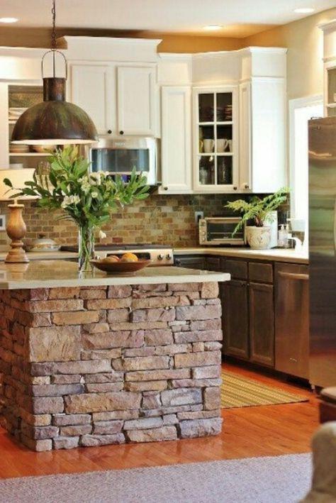 Originelles modell von kochinsel aus stein und grüne pflanzen als dekoration die moderne kochinsel in