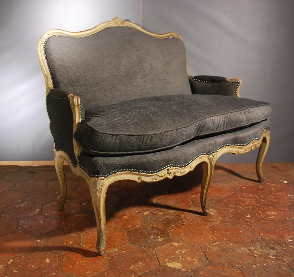 canap poque louis xv 18 me si cle antiquit lassaussois. Black Bedroom Furniture Sets. Home Design Ideas