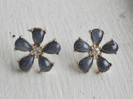 Gray Flower Studs   Taylor Made DesignsTaylor Made Designs