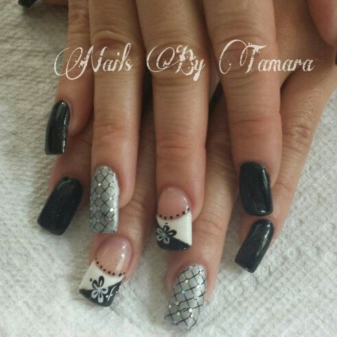 Flower nails. Black nails. Gel nails. Inspired by nails by linda