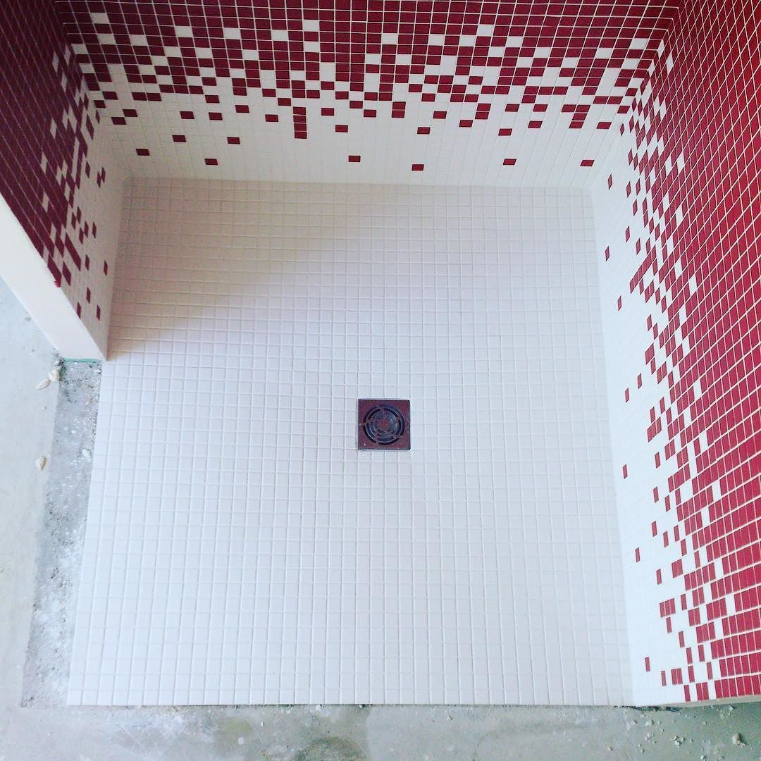 Bac à douche à l\'italienne en mosaïque effet dégradé #tile #tiles ...
