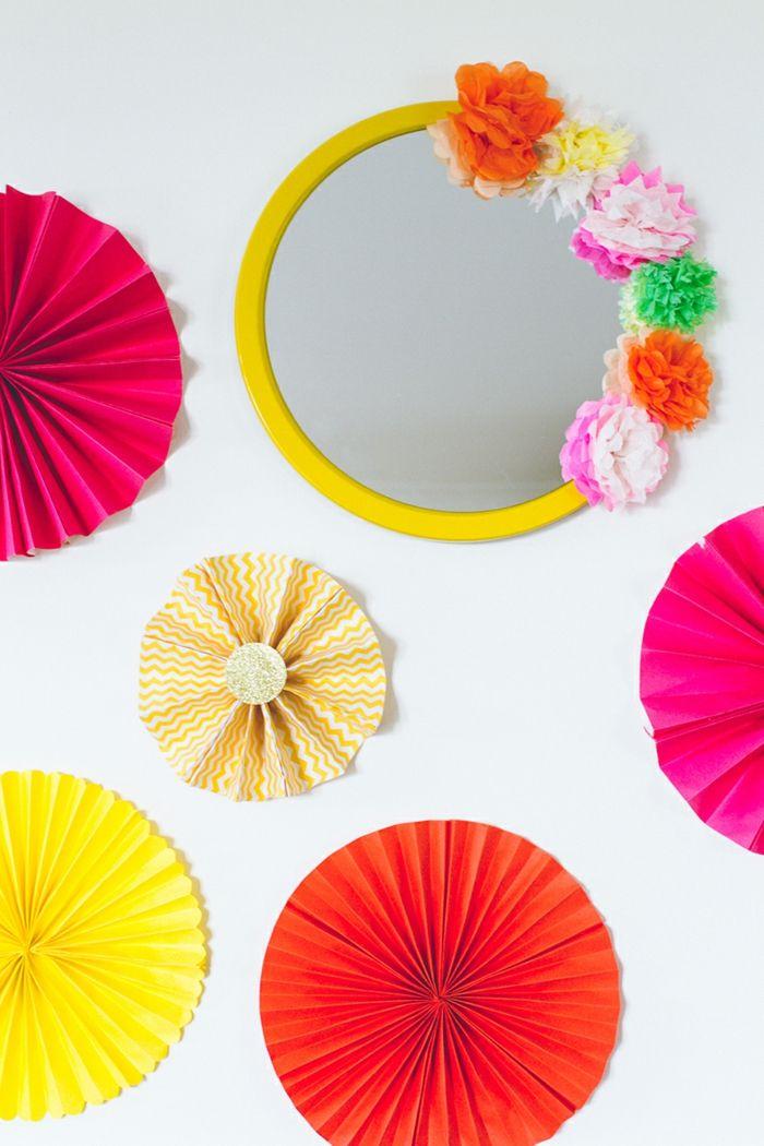 manualidades con cartulina decoracion con circulos de papel y espejo con flores de cartulina - Manualidades Con Cartulina