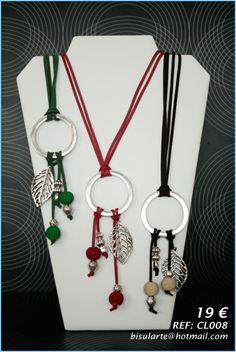 Collares de ante con abalorios de Zamak y bolas de Indonesia. Puedes combinarlos con los pendientes y la pulsera a juego para crear un bonito conjunto.