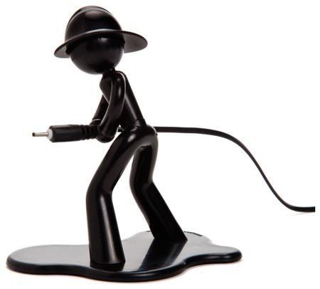 Peleg Design Держатель для провода charging charlie черный  — 710 руб. —  Ваш провод в надежных руках! Постоянно ищете на полу зарядный шнур для мобильного телефона? Или наушники? Миниатюрный пожарный всё поправит: он будет держать любой провод или кабель в своих надежных руках, всегда на готове и под рукой в нужный час