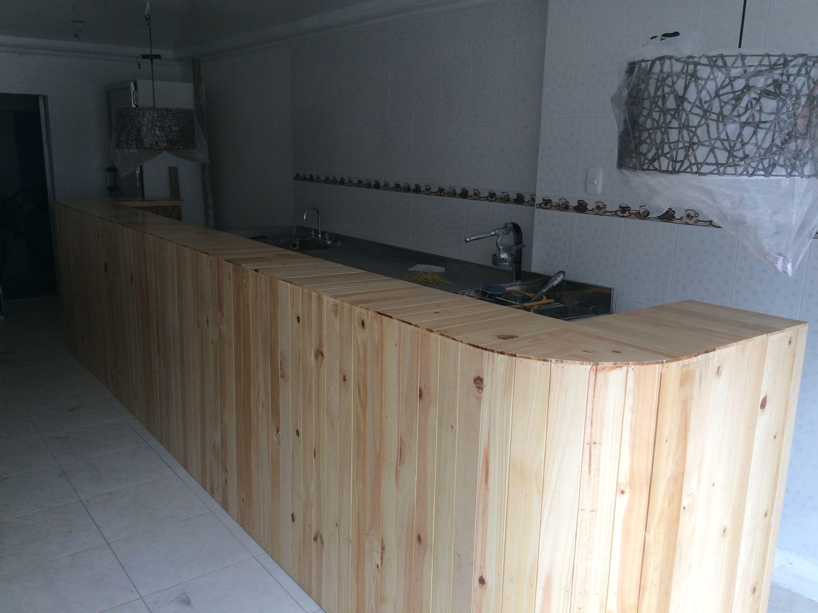 Barra en pino para restaurante elaborado por - A La Obra Proyectos ...