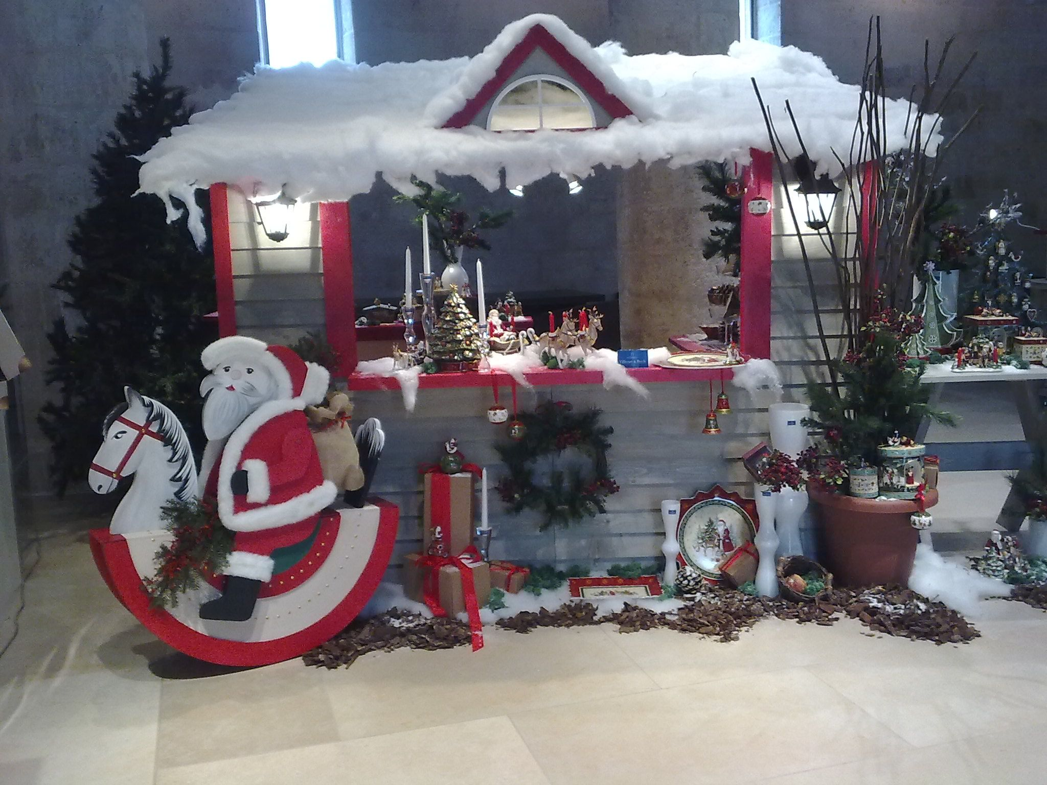 Babbo Natale Casa.La Casa Di Babbo Natale Natale Babbo Natale Vetrine Natalizie