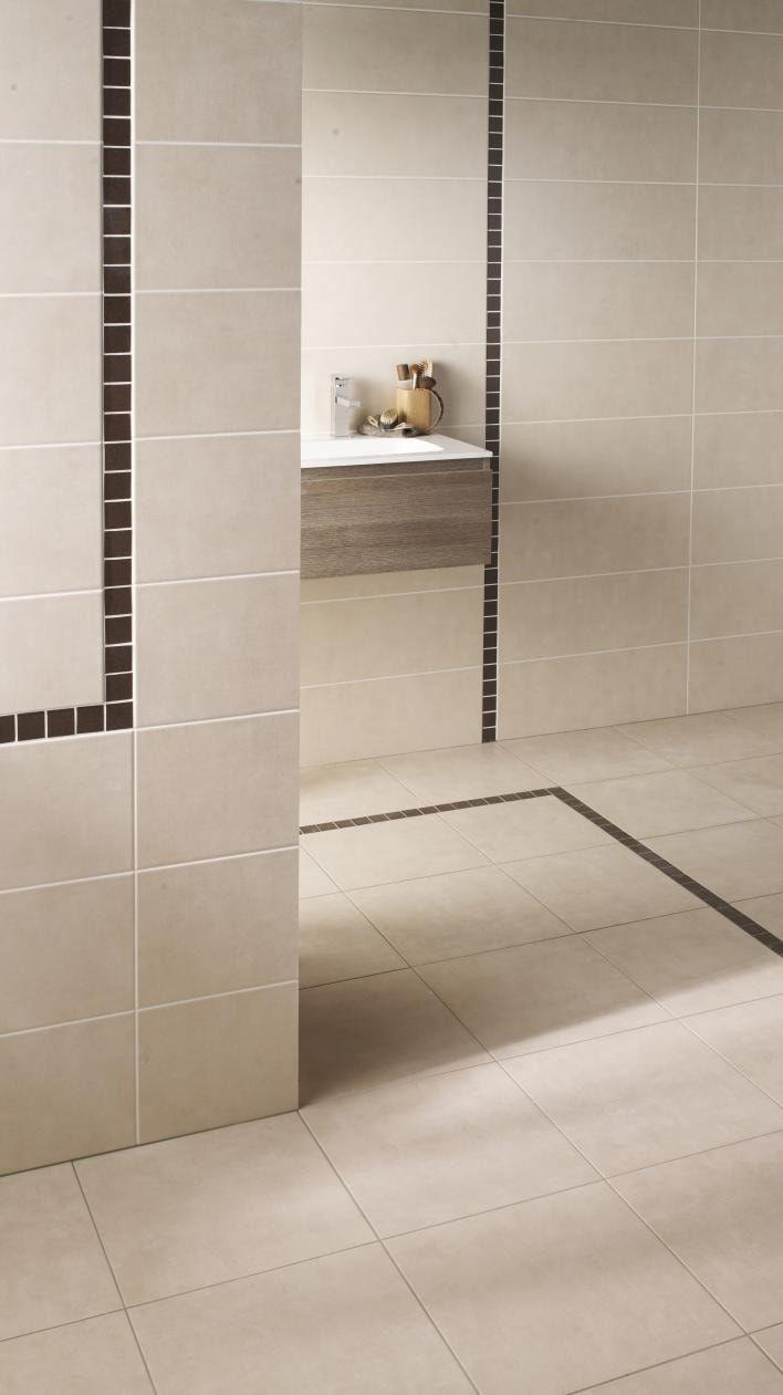 Le carrelage avec frise  idee in 2019  Salle de bains frise Salle de bain Carrelage salle de