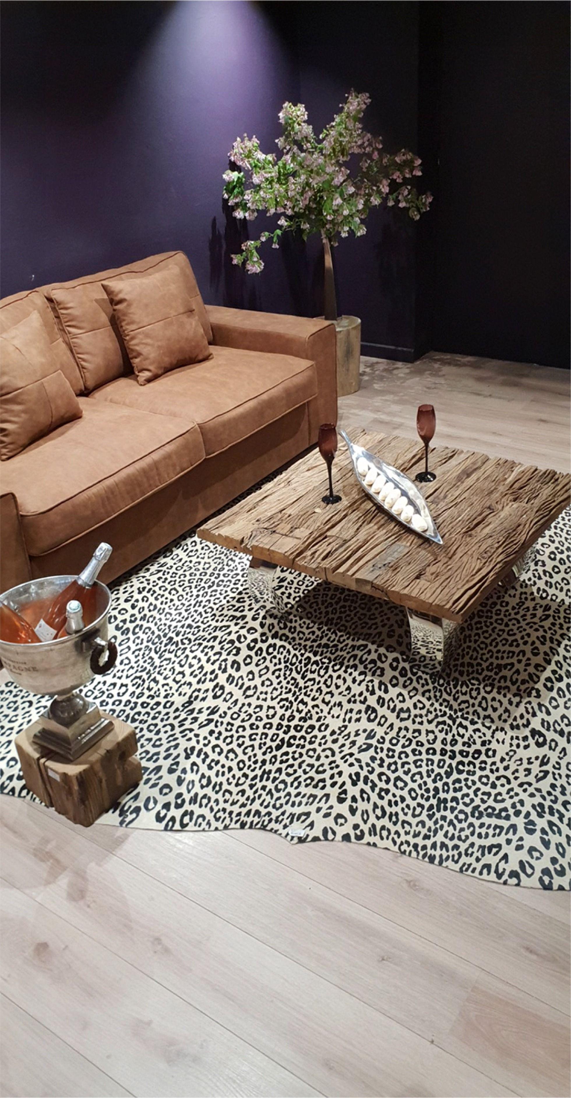 Cette Peau De Vache A Ete Imprimee Facon Leopard Elle Donnera Une Touche Exotique A Votre Interieur Decoration Montagne Decoration Maison Mobilier