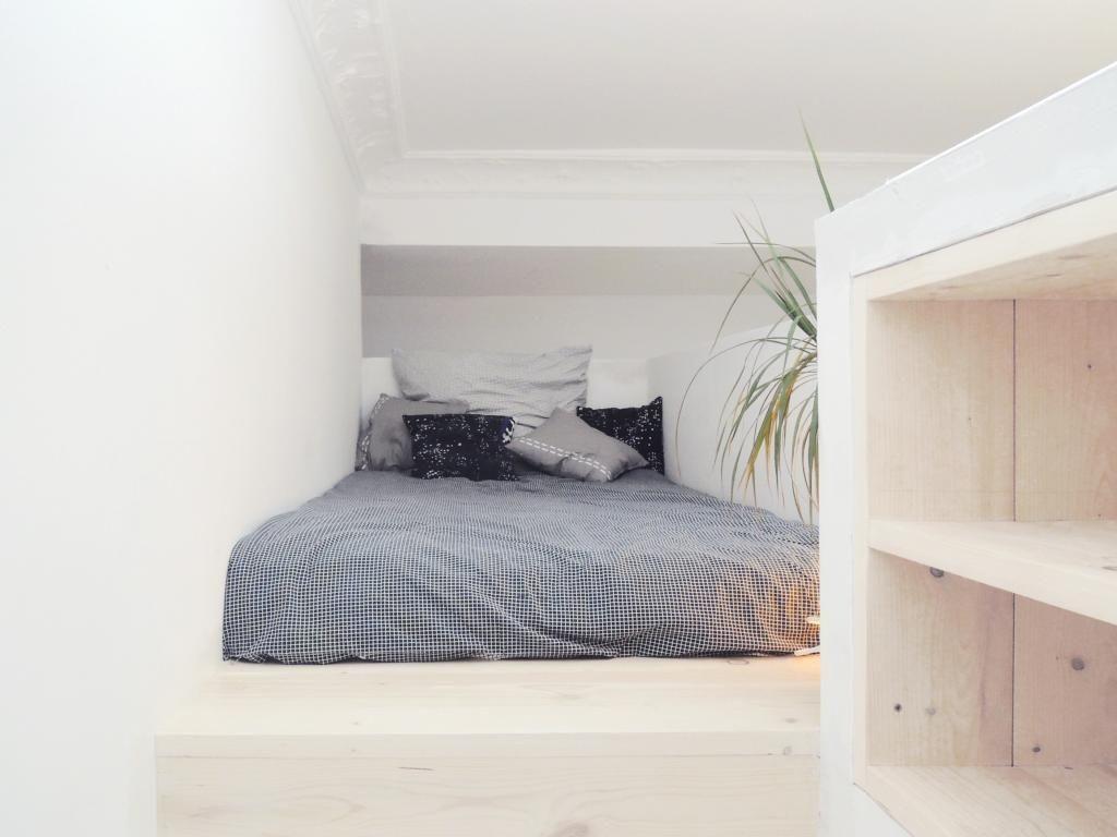 Gemütlichstes Loftbett mit kuschliger Bettwäsche und kühlen ...