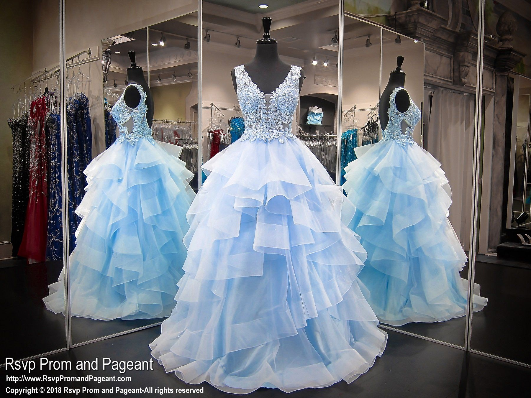 Sleeveless baby blue vneckline lace tulle ball gown quinceañera