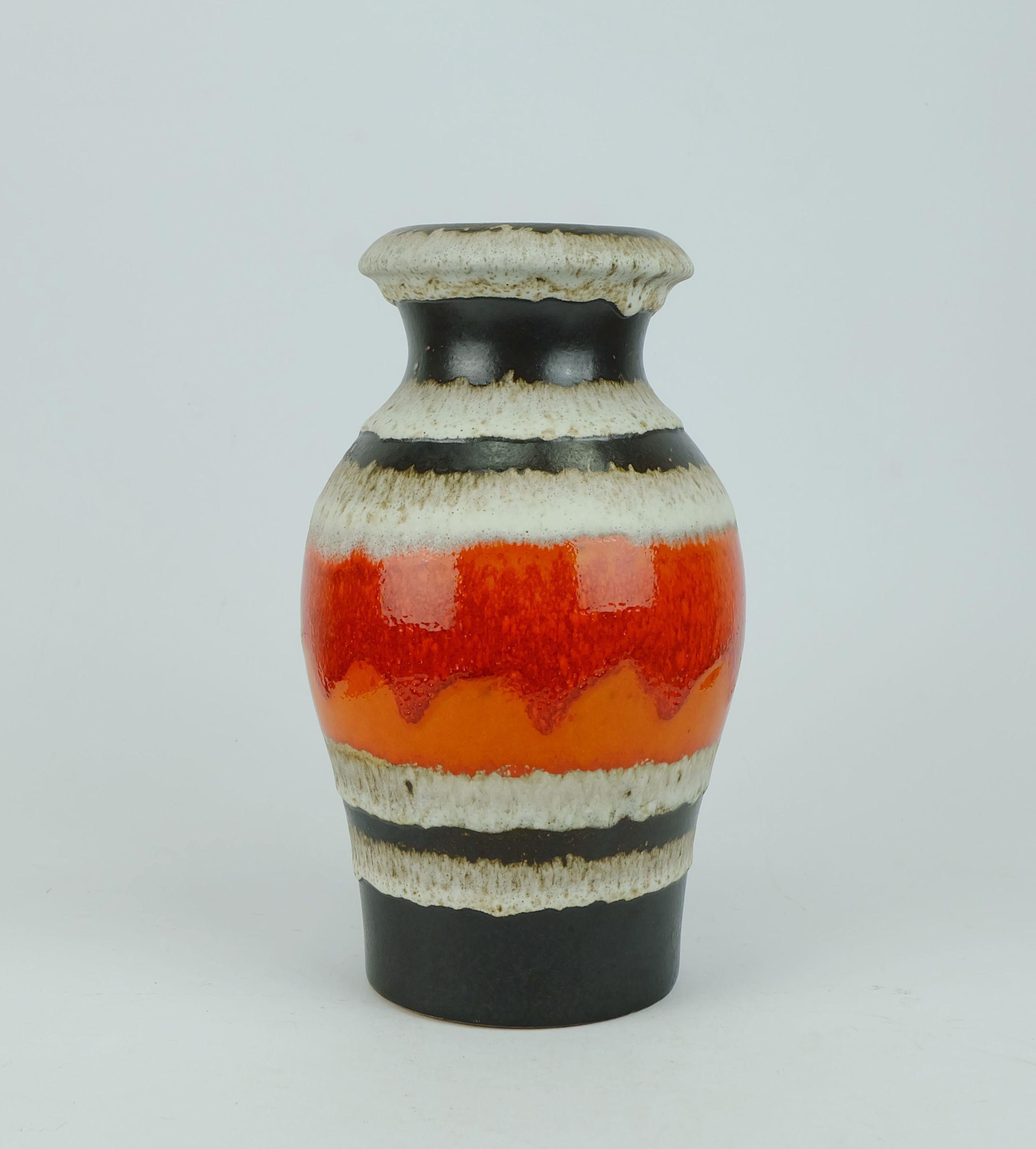 Vintage Vase Von Scheurich Keramik Aus Den 60er Jahren Modell Nr 290 27 Mit Einem Streifendekor In Mattem Schwarz Glan Mid Century Vase Vase Vintage Pottery