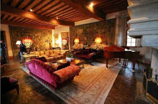 A Succesful Refurbishment Of A Medieval Living Room | Historical Interior, Floor Lounging, French Country House