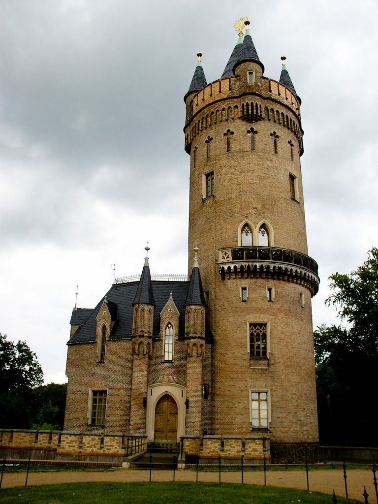 Small castle castles pinterest castles and castle house for Small castle house