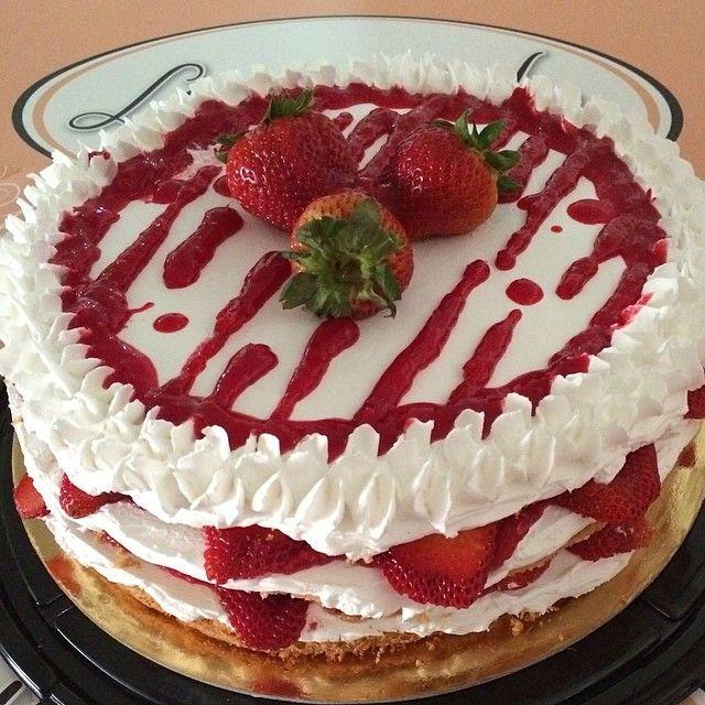 صباح الفراوله ... جديدنا strawberry cake ...متوفره الاثنين والثلاثه فقط  15 د #Padgram