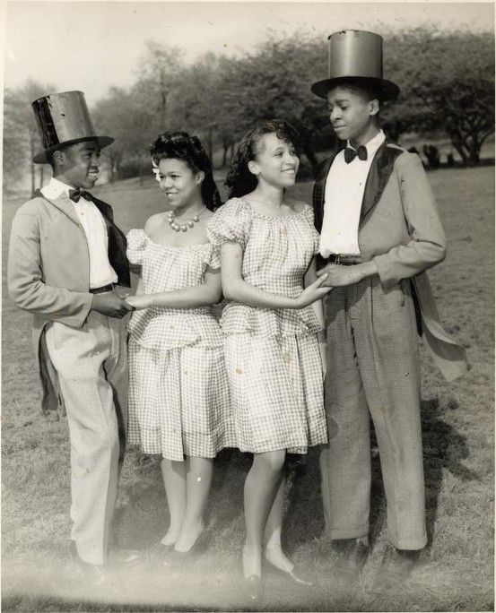African American Teenage Girls Fashion: 1930S-40s Two Girls And Two Boys