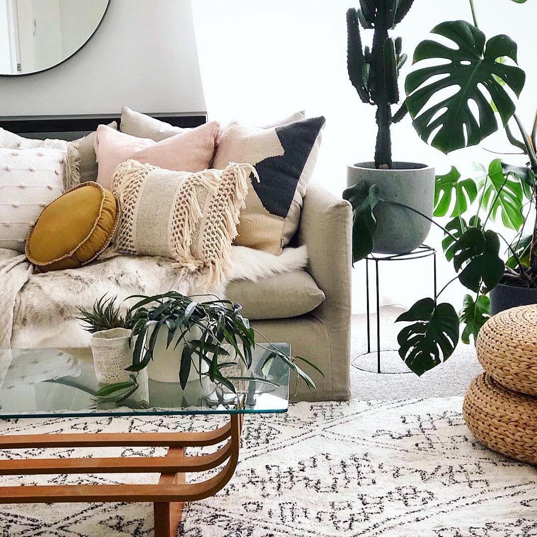 Bohemian living room with indoor plants #livingroomideas #boho
