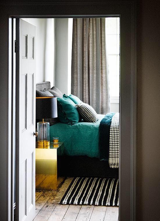 Emerald black white gold cosy bedroom chambre idee deco deco - Deco chambre dore ...