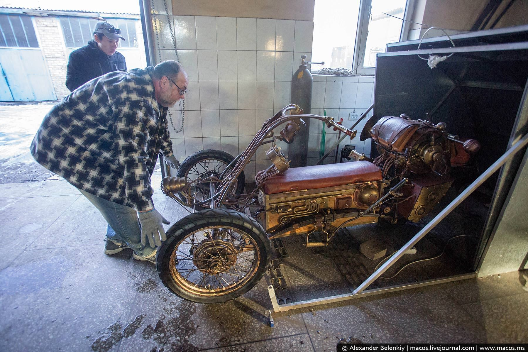 Steampunk Tendencies   Steampunk Trike by Igor Jarovenko  New Group : Come to share, promote your art, your event, meet new people, crafters, artists, performers... https://www.facebook.com/groups/steampunktendencies