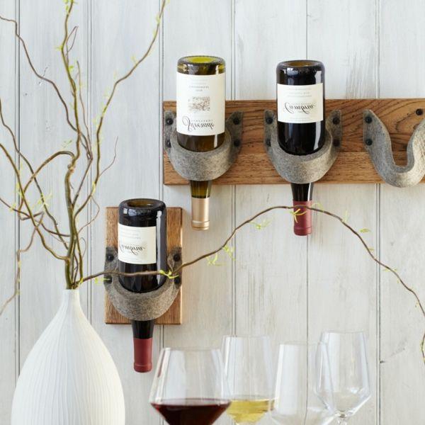 weinständer-holz-weiße-wand- dekorative pflanze - Weinregal selber