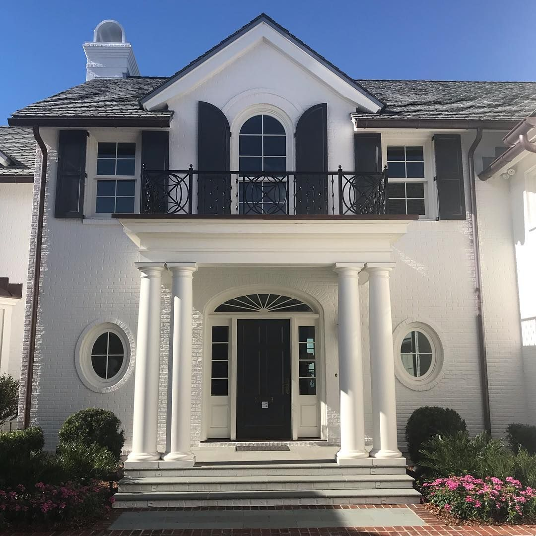 Visiting A Pretty House I Installed Recently In Jacksonville Designed By The Talented Richard Skinner Phoebehowarddecorator Pretty House House House Styles