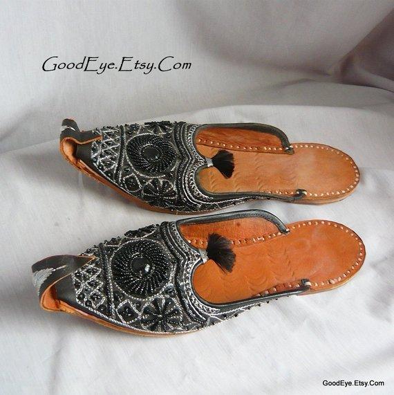 8f6fd0764eda4 Vintage Embroidered GENIE Shoes / Womens size 8 .5 UK 6 Eu 39 ...