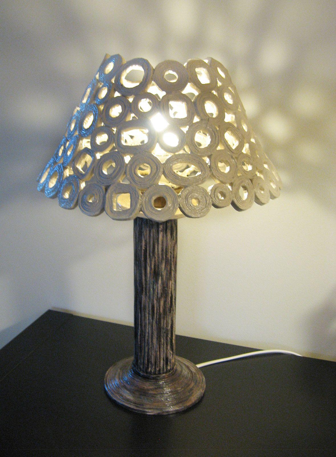Lampada Da Tavolo Paralume Con Carta Da Riciclo Cose Di Casa Abat Jour Fai Da Te Lampade Da Tavolo Lampade Da Terra Fai Da Te