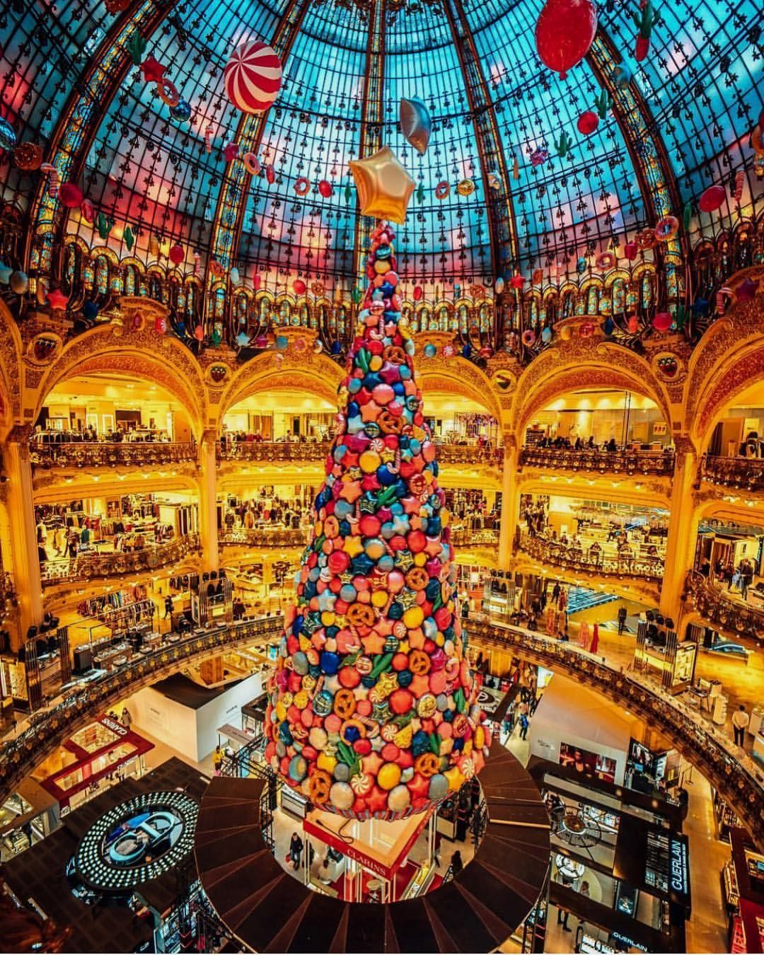 Galleries Lafayette Paris Picture By Ryadoug Earthroulette For A Feature Christmas In Paris Lafayette Paris Paris