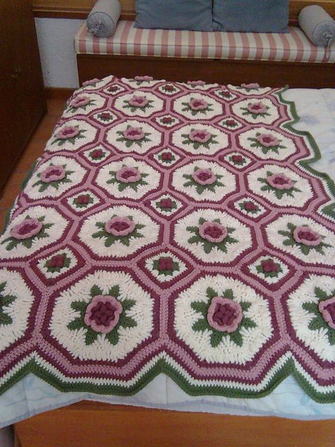 Blanket Of Roses Afghan Pattern By Bernat Design Studio Pinterest