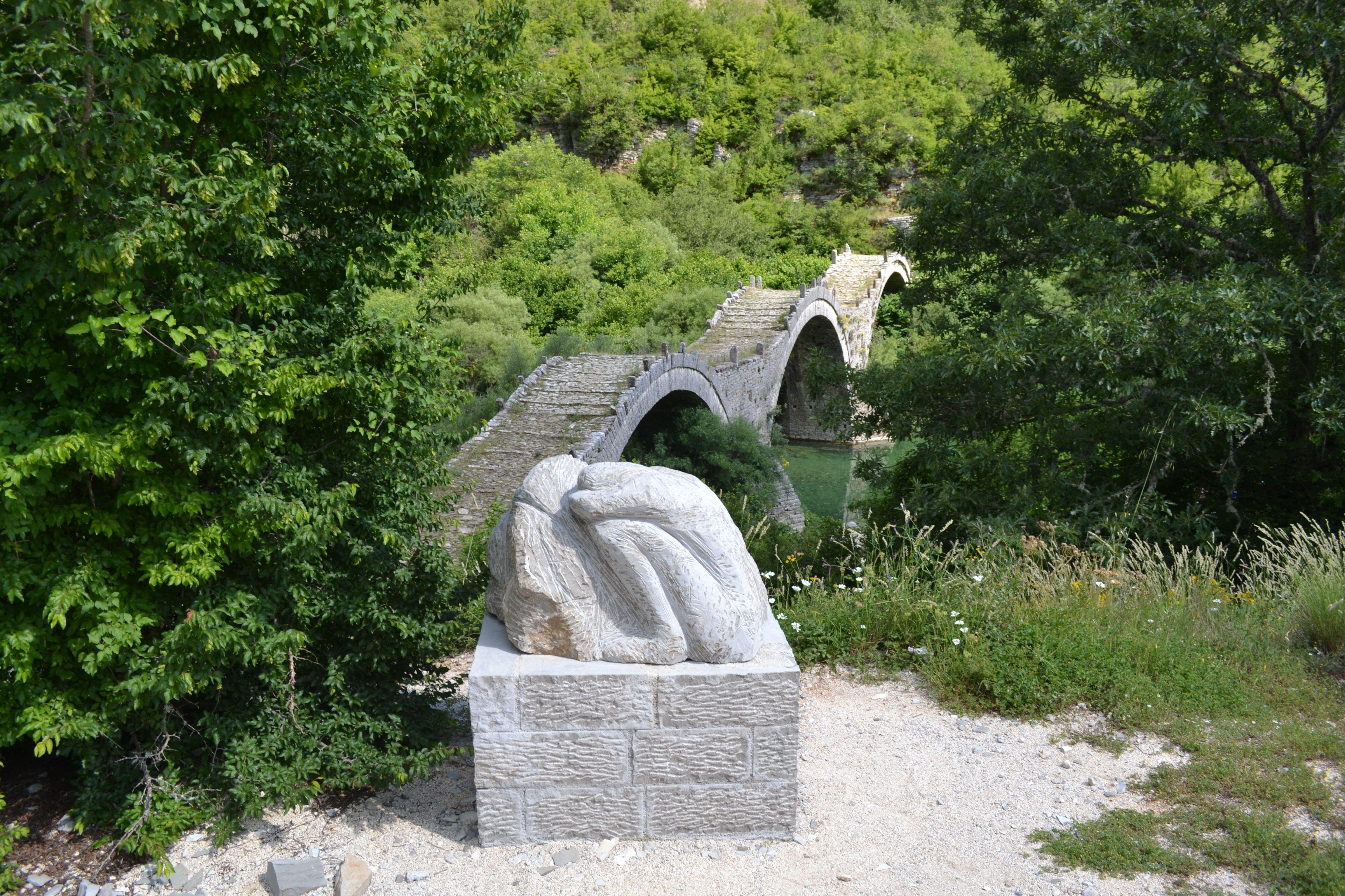 prachtige bruggen;  gebouwd in het Zagoria gebied.