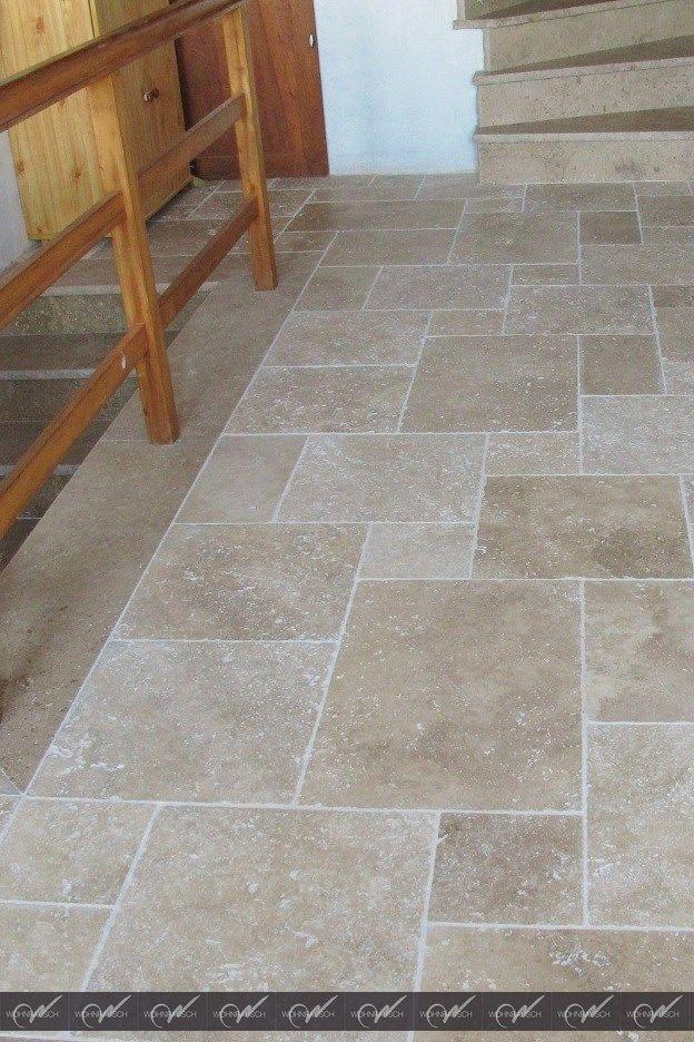 Sensation Mediterraneenne Avec Ces Belles Tuiles De Travertin Www Wohnrausch Net In 2020 Travertine Tile Travertine Stone Flooring