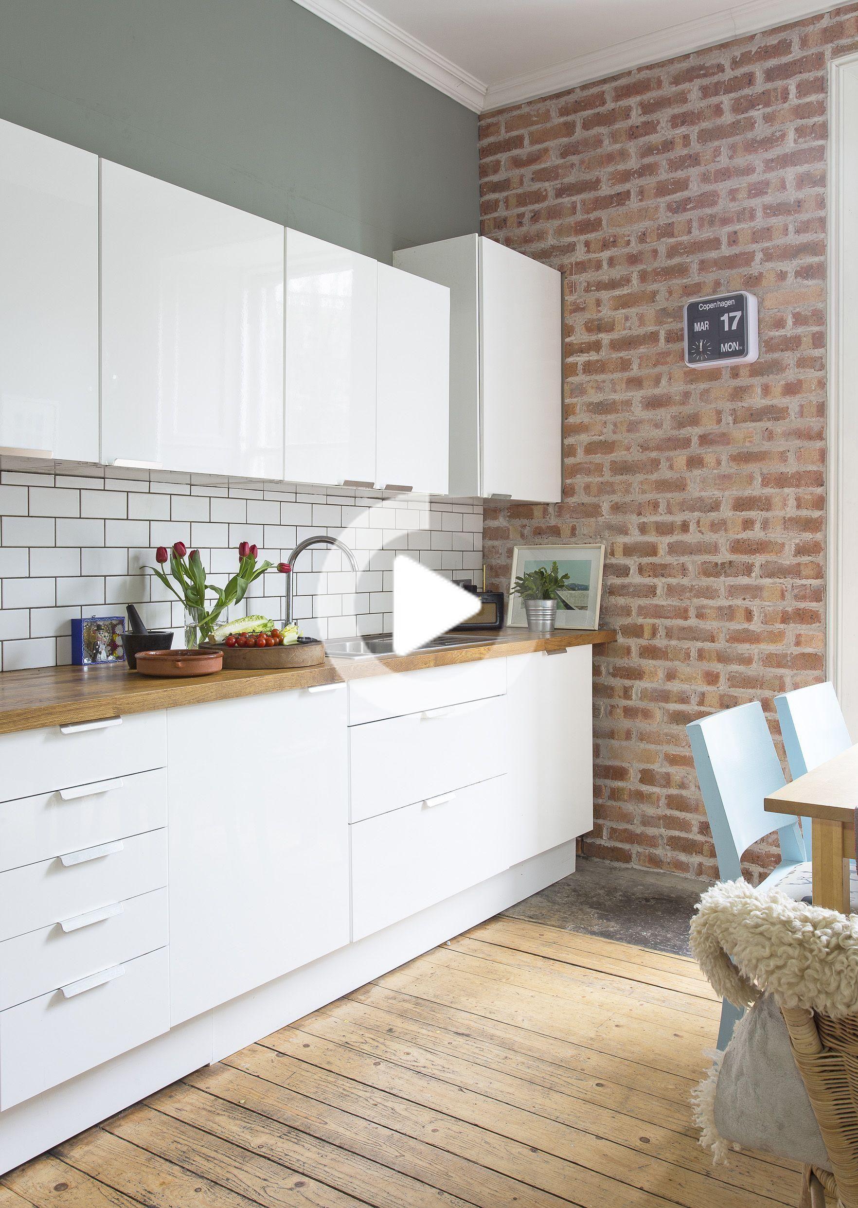 weißer glanz, modern, küche, unverputzte ziegel, holzböden