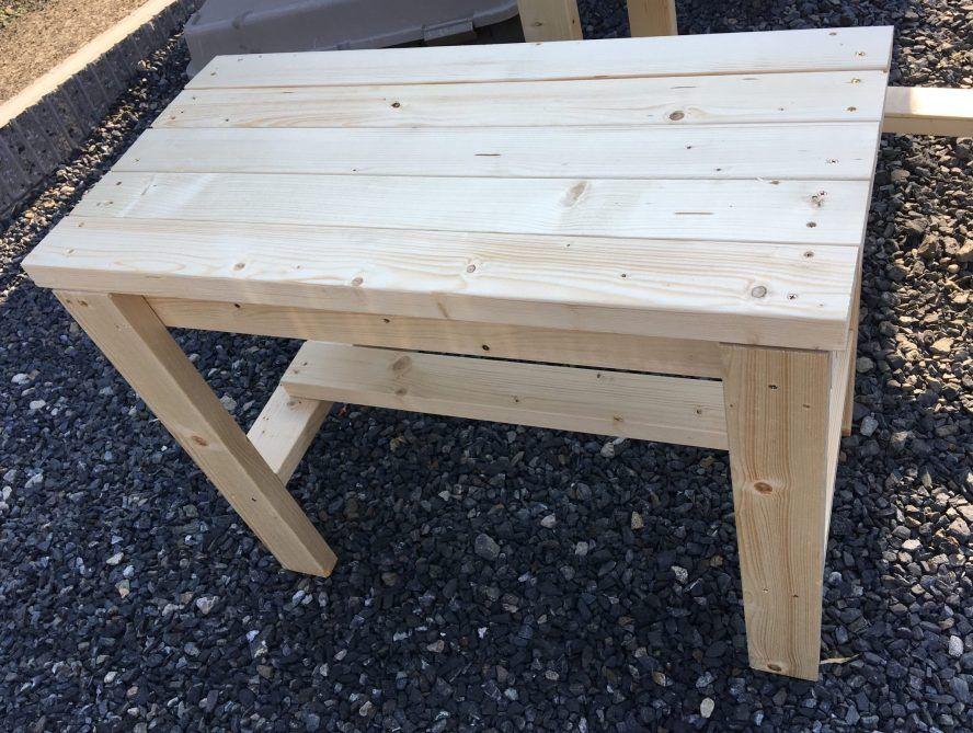 ガーデンファニチャーdiy 2 4材 ツーバイフォー で自作のお庭の机