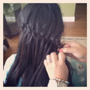 picture AND video tutorial on how to do the waterfall twist braid! such a cute hairstyle!
