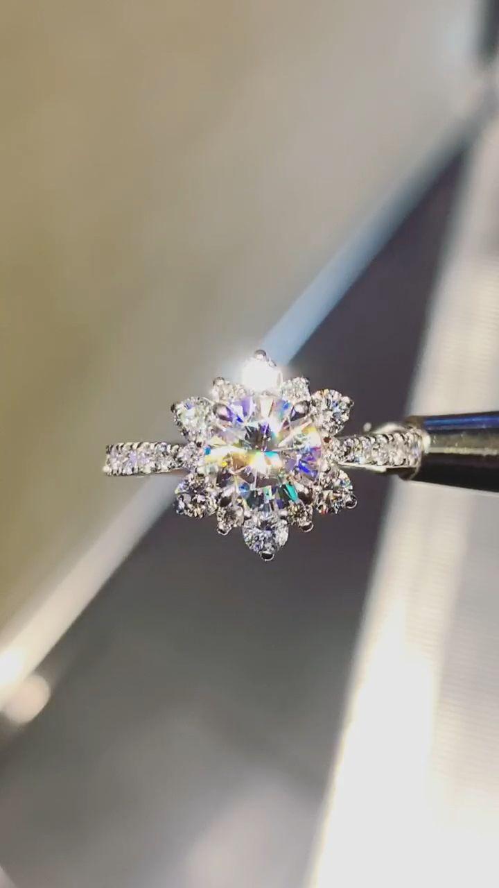 Anillo de copo de nieve de oro blanco de 14 quilates Moissanite y diamante: nuevas ideas