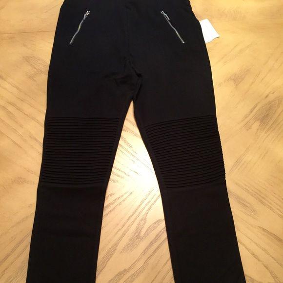 Zara Black Double Zip Legging's Size Medium Black legging's size medium. Stretch waist pull on pant. 11 inches in rise. 26 inch inseam. 26 inch waist.  66% viscose. 29% polyamide. 5%. Elastane. Butt lift. Zara Pants