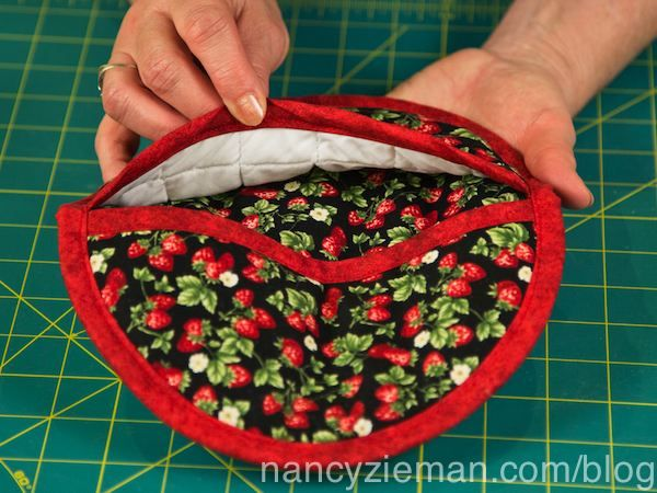 Sew a Pot Holder in 60 Minutes | Nancy zieman, Potholders and ... : quilted potholder pattern - Adamdwight.com