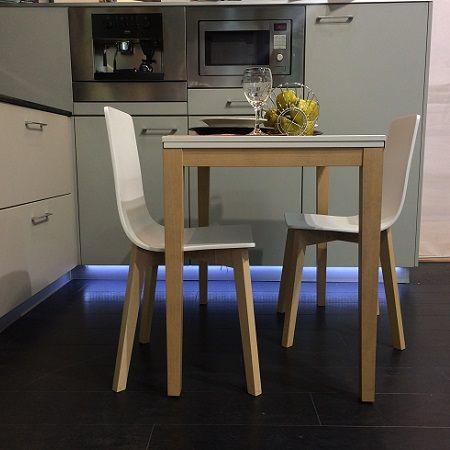 mesa en medida de 100x60 con patas en madera y encimera en cristal ...
