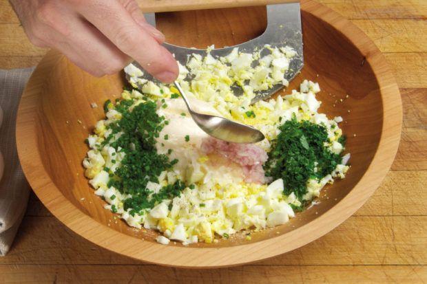Hoe fantastische eiersalade te makenEiersalade met bieslook 5 Hoe fantastische eiersalade te maken