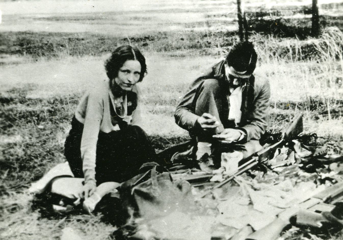best images about bonnie clyde the run cops 17 best images about bonnie clyde the run cops and newspaper