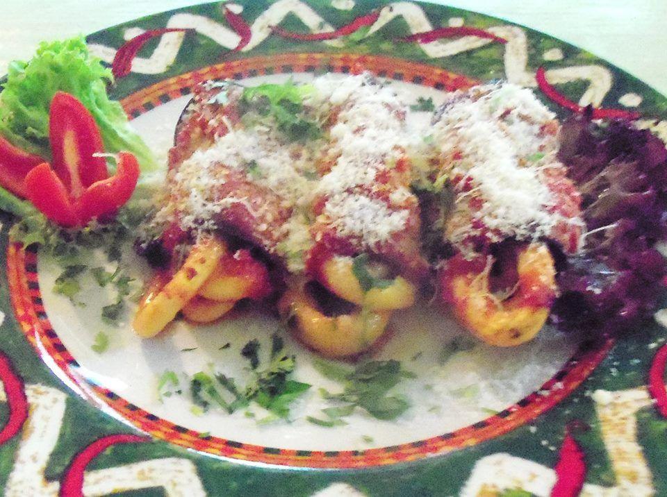 Involtini di maccheroni al forno con melanzane