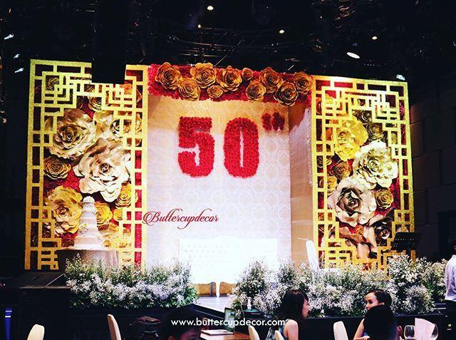 Tan Oen Sing & Ho Roey Ing's 50th Wedding Anniversary  Decorated by @buttercupdesign collaborate with @dfleurcasa  #wedding #goldenWedding #goldenweddingstage #backdrop #giganticflower #goldenflower #freshflower #weddingdecor #weddingdecorjkt #weddingdecoration #weddingdecorationjkt #vendordecorjkt #buttercupdecor #buttercupdecoration #buttercupdesign #redgoldwedding #eventdecor #eventdecoration #ulangtahunperkawinan #tabledecor #tabledecorjkt #tablesetting #tablesettingjkt #evedeso #eventde...
