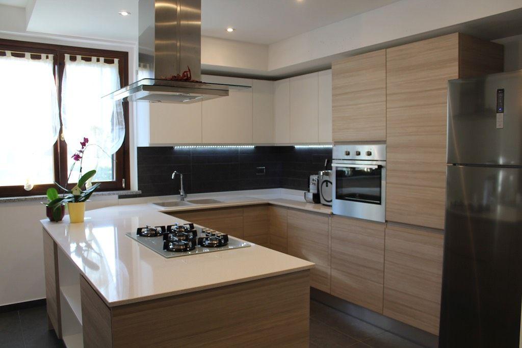 Progettazione di una cucina angolare con penisola for Cucine design torino