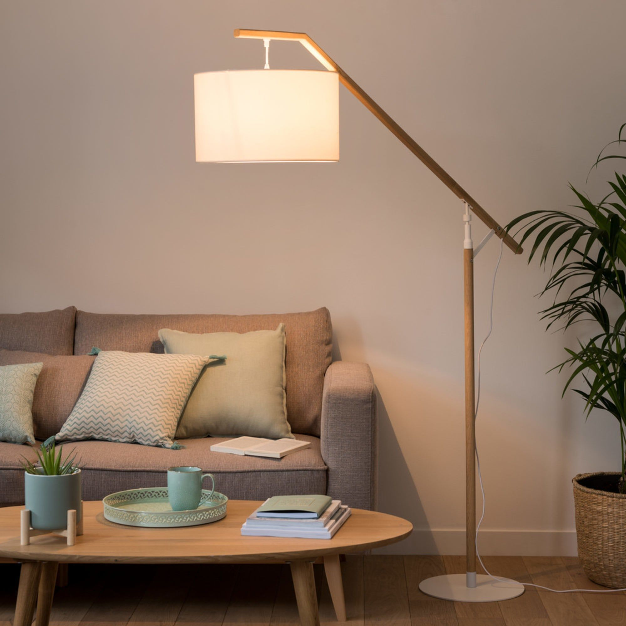 Stehlampe Aus Eichenholz Mit Weissem Lampenschirm H In 2020