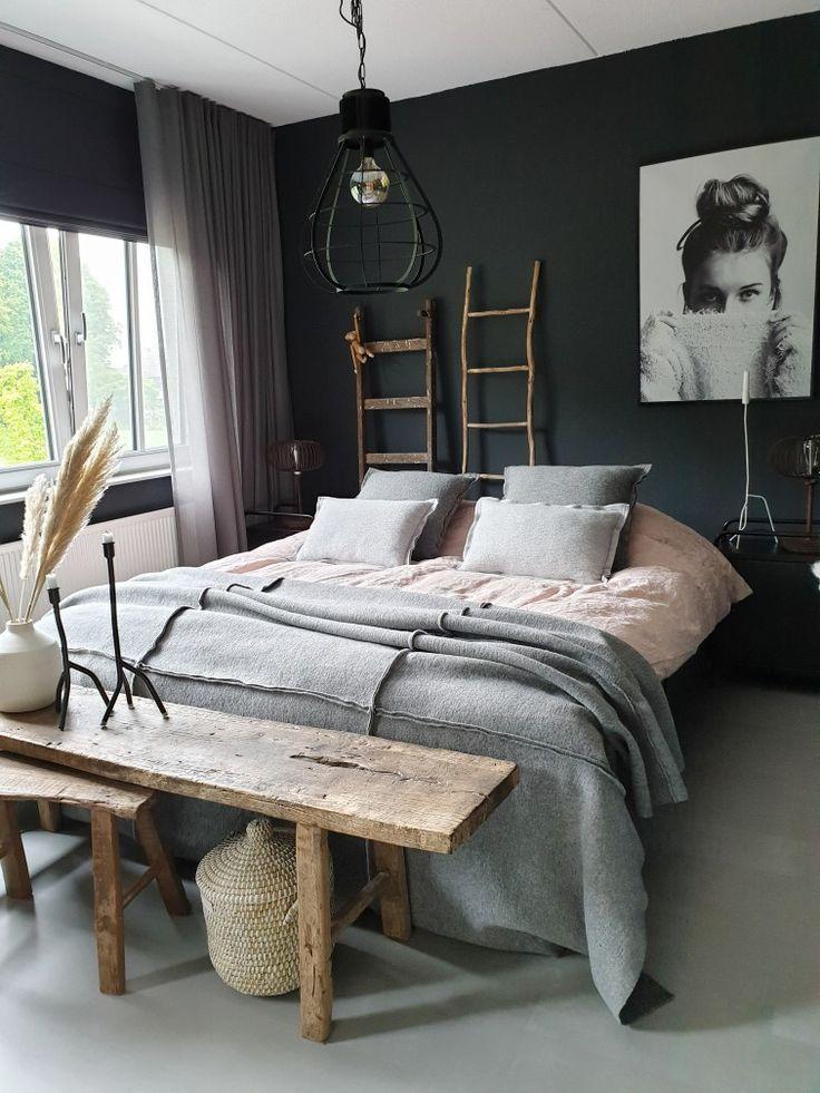 Stylingtips voor woonaccessoires in je interieur | Huizedop, sleepingroom dark walls, donkere muren op de slaapkamer, muren slaapkamer, vt wonen...,  #Huizedop #INTERIEUR #SlaapkamerInspiratie