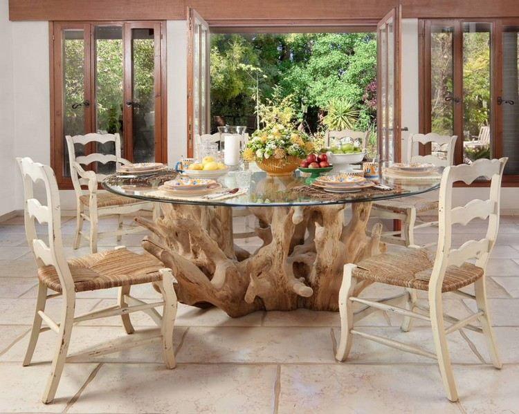 Diy d co en bois flott table ronde chaises en bois - Chaise bois flotte ...