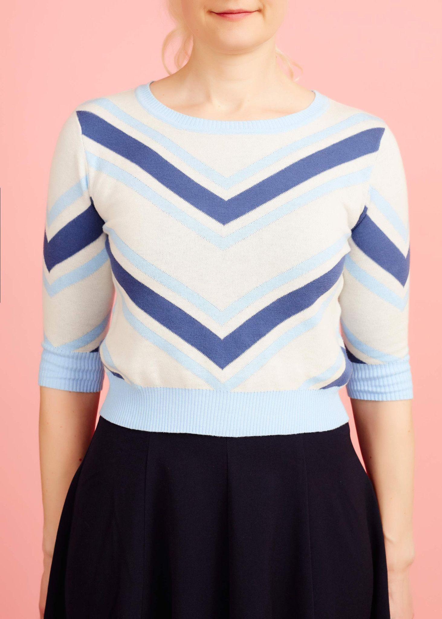 Kort, strikket sweater med blå striber