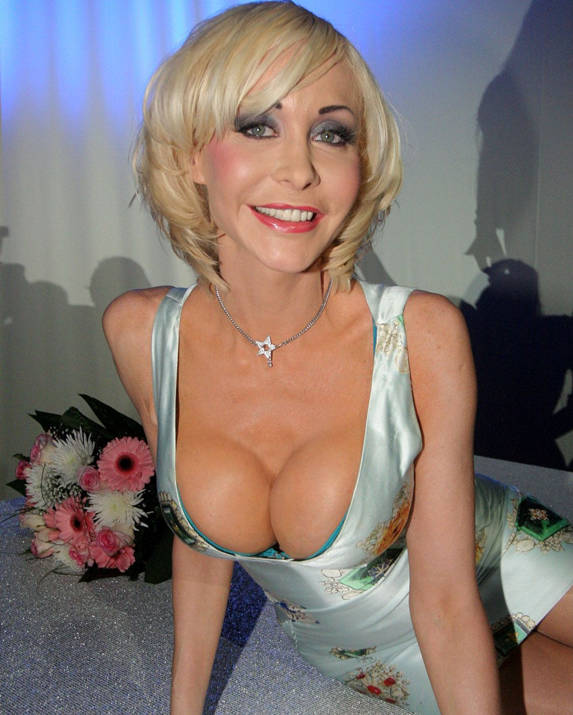 Dolly buster boobs