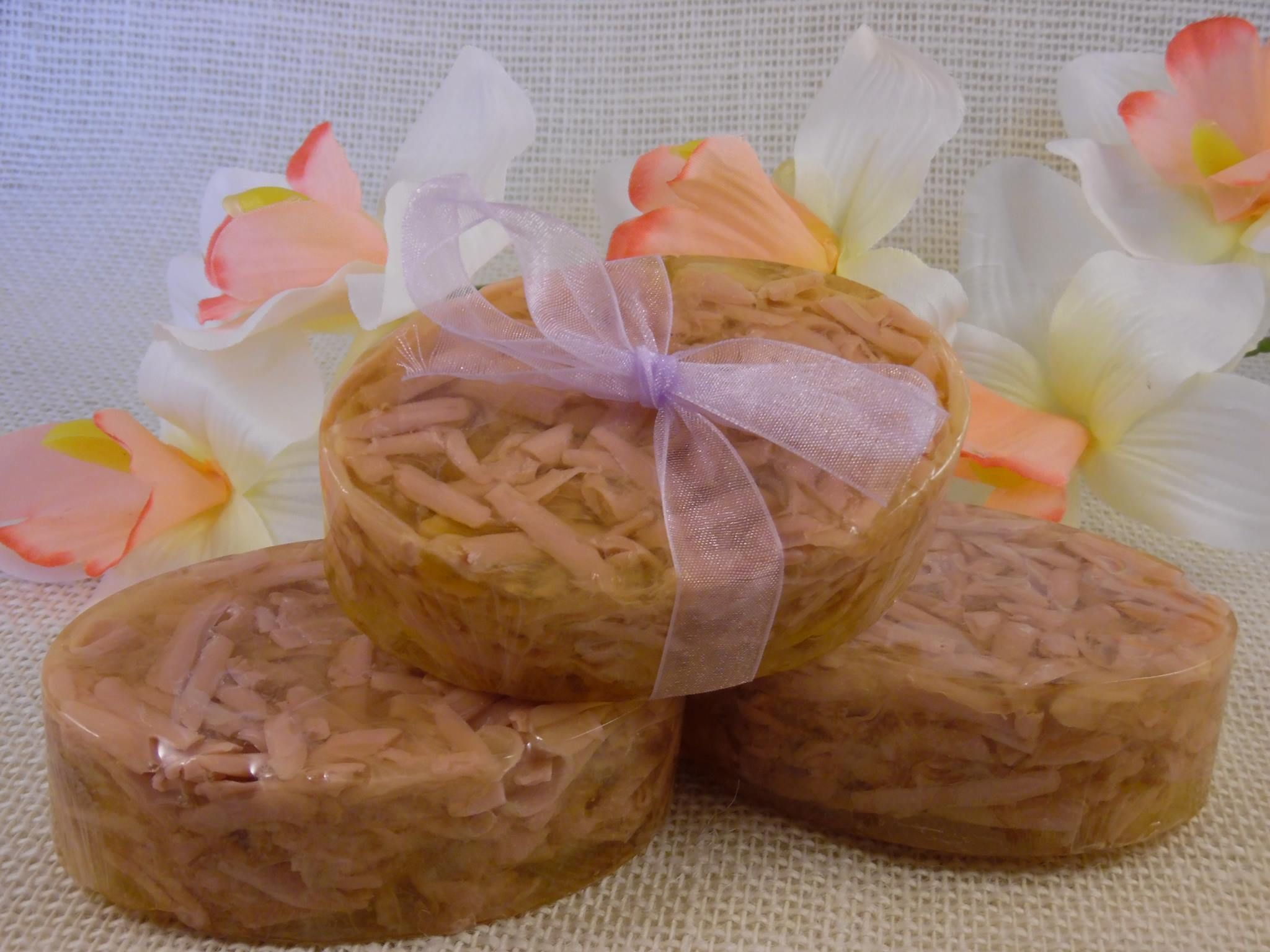Hawaiian Ginger is a feminine blend of tropical fruit and tropical flowers with a base note of vanilla and musk. ~Hand Made Soaps~