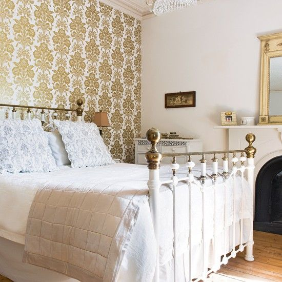 A touch of Victorian style for an English country house bedroom. Hotel style bedrooms   English country decor  Country houses and